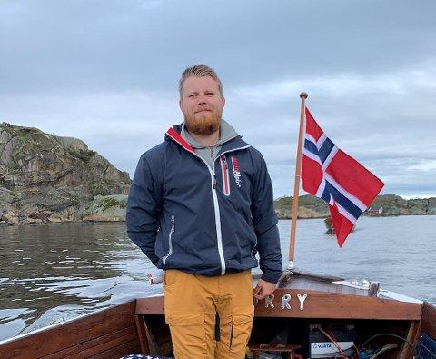 KOSTE SEG: Olav Mustad var ute på bøljan blå på nasjonaldagen.