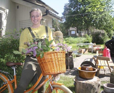 Klar for sommermarked: Stine Marie Bjørnstad, kjent som Fru Blom, arrangerer marked på gården sin 24.–25. juni.Arkivfoto