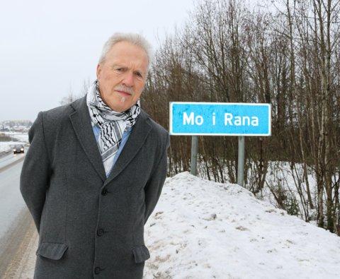 Alf Helge Straumfors mener det er uforståelig at det har tatt så lang tid å få samiske skilt i Rana.