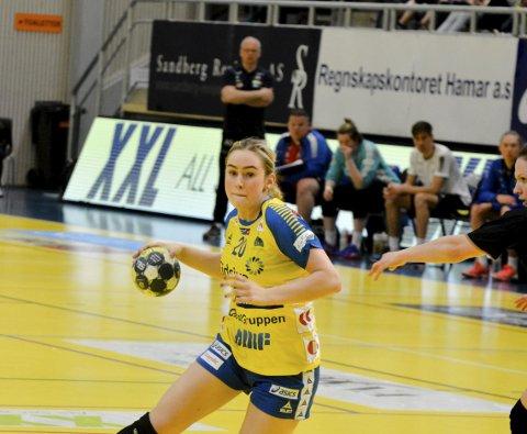 Store steg: Mia Svele imponerer alle på håndballparketten tross sin unge alder.Foto: Petter Sand