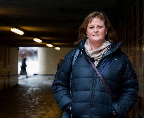 BLE LURT: Unni Bergsvenkerud opplevde at mannen hennes spilte bort lønnen og sparepengene hennes, og tok opp lån i hennes navn. Nå jobber hun for å hjelpe andre i samme situasjon.   FOTO: Roald, Berit / NTB scanpix