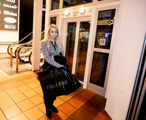 Skrek av redsel:  Cathrine Wormlie Benth synes opplevelsen i heisen på Strømmen Storsenter 2. januar var skremmende. Nå skal heisen, som er blant kjøpesenterets eldste, skiftes ut. FOTO: TOM GUSTAVSEN