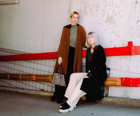 TILFELDIG: – Vi dro til Berlin for å finne inspirasjon. Der laget vi en video fra turen og la på vår egen låt. Så postet vi denne på Instagram, forteller Ida Christine Stein (til venstre) og Naomi Camilla Straume Moen. FOTO: ERLEND VIKSAND