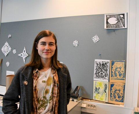 TAR KUNSTFAG: Mira Eiene Foust er en jente med mange talenter.