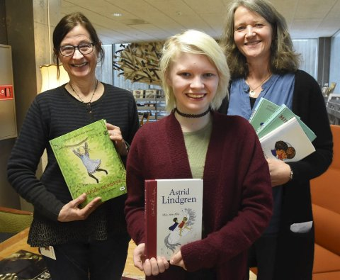 Spiller scenen: Bjørg Tråserud, Maja Thomassen og Kari Margareta Wærp gleder seg til at barne- og ungdomsteateret viser en scene fra «Mio min Mio» på Notodden bibliotek lørdag.