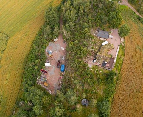Det ble i 2019 anlagt grusplass over den gamle turstien til Kjerringhovet.