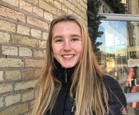 FRISK: Alice Elvira Stewart er glad hun nå er tilbake i vanlig skolehverdag igjen.