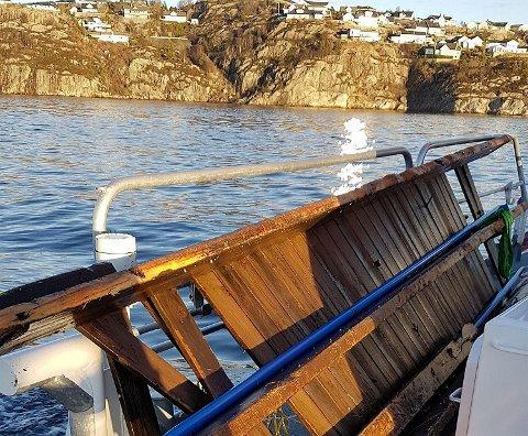 Her ser du delar av ein landgang som flaut rundt på sjøen. Foto: Redningsskøyta Kristian Gerhard Jebsen 2