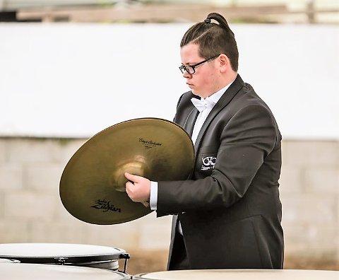 Joar Hauge Spjeldnes (snart 18) skal var med på EBML sin festkonsert under NM for brassband i helga, - Det blir ei fantastisk oppleving, seier Joar, som også skal vera i Lindås Brass sine rekkjer i 2. divisjon i NM.