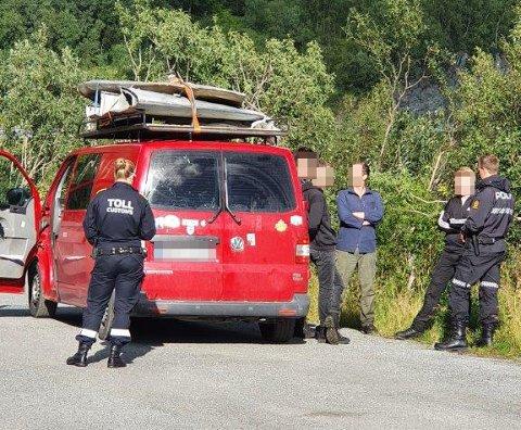 TATT PÅ FERSKEN: De fem tyske mennene ble tatt på fersken med tyvegodset, omlag to mil fra grensen til Sverige.