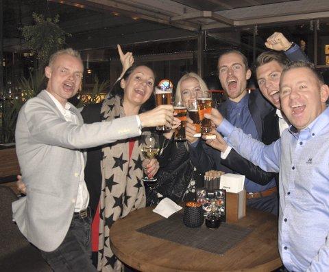 Fredag var det full fest for Bjørn Tore Taranger. Fra venstre: Bjørn Tore Taranger, Kjersti Rydland, Martine Johansen, Stian Andersen, Håvard Austevoll og Ulf Hiis Bergh. Foto: Jonas Johnsen