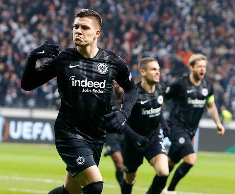 Frankfurt og Luka Jovic er virkelig i støtet denne sesongen. Med seier i søndagens hjemmekamp mot Wolfsburg vil de klatre opp på annenplass i Bundesliga. (AP Photo/Michael Probst)