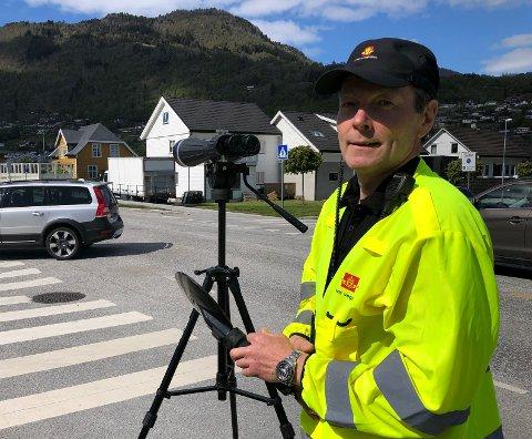 MYKJE FEIL: Roger Løvlid varslar fleire kontrollar med fokus på dekk og lys framover. Her frå ein kontroll tidlegare i sommar.