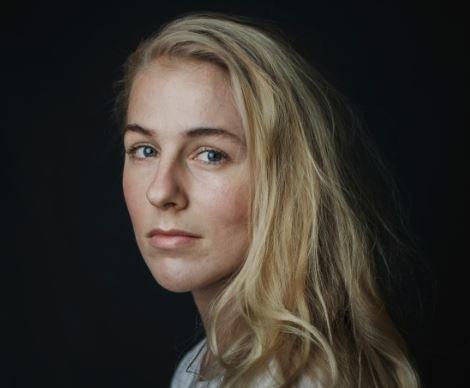 Ellen Emmerentze Jervell (29) fra Oslo debuterte våren 2018 med romanen «Fjellfolk». Hun har studert journalistikk og fransk og har jobbet fire år som korrespondent for The Wall Street Journal.