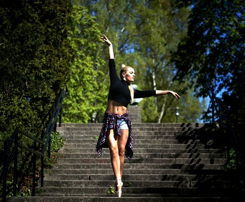 DRILL OG DANS: Elise Berg Hansen får brukt drillferdighetene fra ungdomsårene som profesjonell danser.