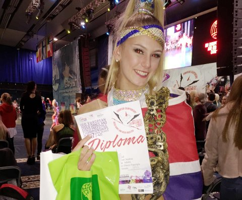 Kongsvinger-jenta, Andrea Løvlien Solbjør (17) ble torsdag Europamester i Disco Freestyle Solo, som er dans med akrobatikk. Mesterskapet går i Minsk i Hvitrussland.