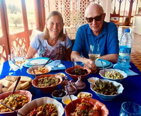 DET GODE LIV: Randi Løchsen og Jan Erik Gulbrandsen nyter det gode livet når de er i Marokko.