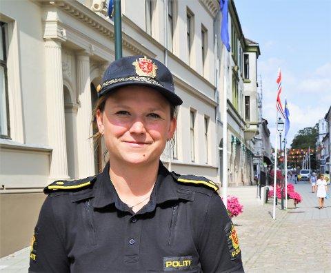 ØNSKER FORTSATT TIPS: Janne Samuelsen, fungerende leder ved forebyggende avdeling hos politiet i Halden, ønsker flere tips i saken der en mann i 50-årene ble slått ned ved gangbrua til Os Allé ved midnatt lørdag.