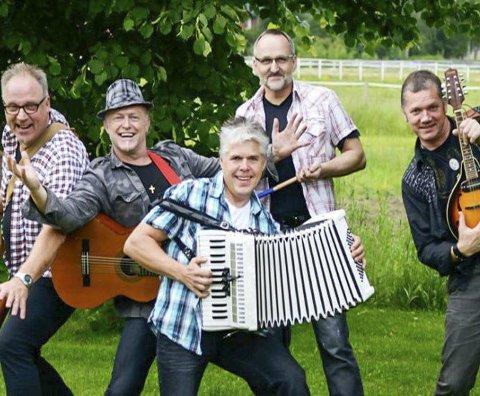 Dans: Ingemars spiller på samfunnshuset på Trofors lørdag kveld. pressefoto
