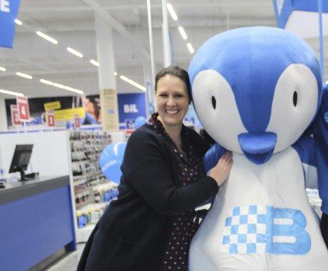Markedsansvarlig Monica Videm synes det er leit at selskapet må lyse ut varehussjef jobben for tredje gang. Bildet er tatt ved nyåpningen i fjor.