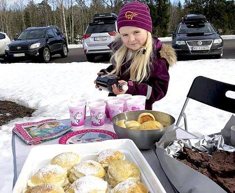 GIR PENGER TIL ANDRE: Eline Vika (6) gjorde en innsats for barn som har det vanskelig. Begge foto: Privat