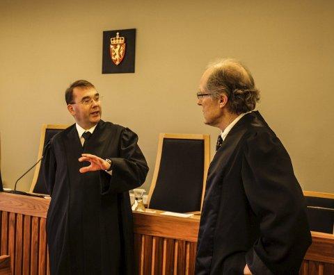 Uenige: Morten Lundén (til venstre) og forsvarer Even Rønvik under rettssaken i Moss tingrett.