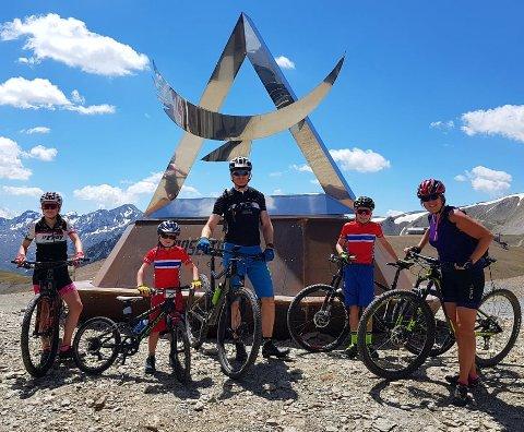 Hele familien er aktive på sykkel. Nå er to av terrengsyklene frastjålet.