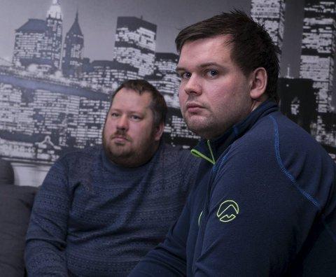 Terje Kristiansen og Andreas Aune mistet jobben i gruva. Nå må de si fra seg dagpenger for å ha sjans på jobbmarkedet. Foto: Ole-Tommy Pedersen