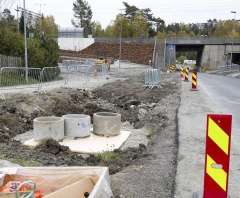 Ekstraarbeid: En ødelagt vannledning, gjorde at arbeiderne måtte grave opp samme hull to ganger.