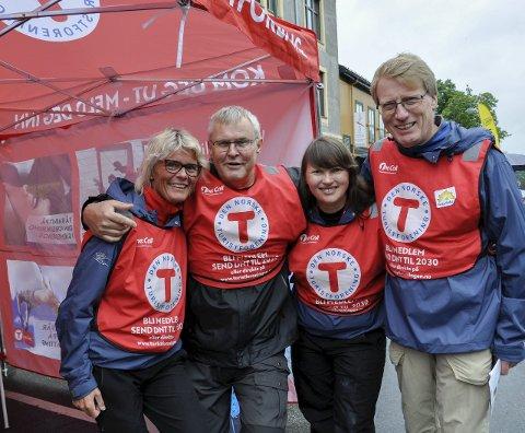 Glad gjeng: Vibeke Tjøm, Tom Finnerud, Hege Ballari Rindal og Karsten Lien var et blidt innslag også på årets Ringeriksdagen.