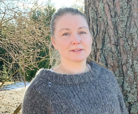 ER KRITISK: Mamma Lotte Marie Støback ber kommunen om å sørge for gode kontorforhold for ansatte og bedre romforhold for barna i Folkestad barnehage.