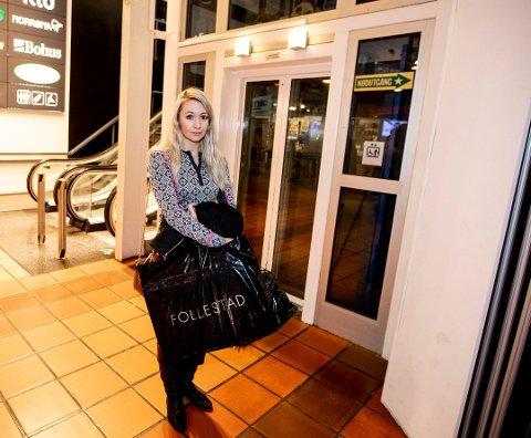 Skrek av redsel: Cathrine Wormlie Benth synes opplevelsen i heisen på Strømmen Storsenter 2. januar var skremmende. Nå skal heisen, som er blant kjøpesenterets eldste, skiftes ut.