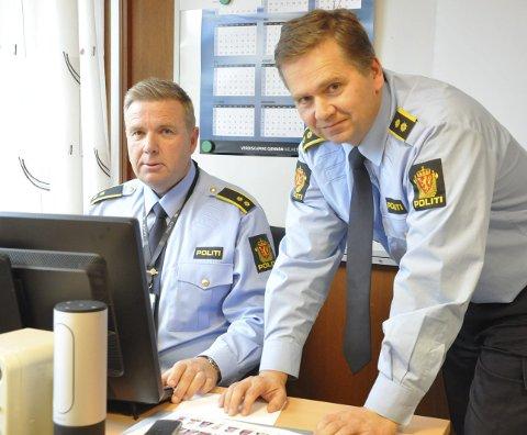 FØLGER MED: Politioverbetjent Bjørn Flåta og politiførstebetjent Geir Andreassen holder øye med narkomiljøet i byen sammen med resten av kollegene ved Notodden politistasjon.