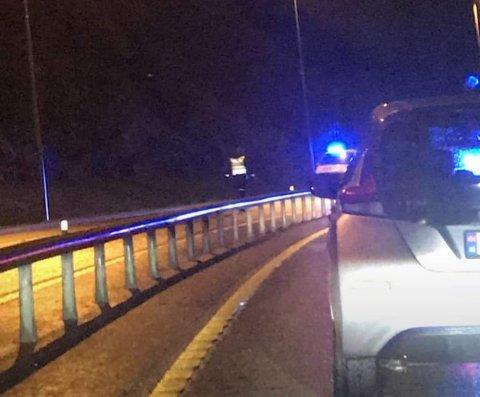 Det er kø på E39 etter ei ulykke på Flatøy.