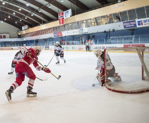 Interne e-poster er sentrale i bostyrers politianmeldelse av flere sentrale BIK-ledere etter fjorårets konkurs i ishockeyklubben.