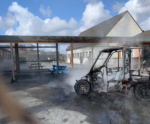 Nedbrent: Det var en UTV som sto i brann lørdag ettermiddag.