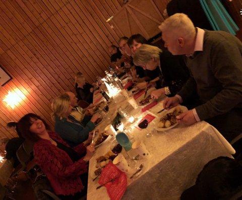 Medlemmene i Kamøyvær Bygdelag er veldig fornøyde med årets julebord.