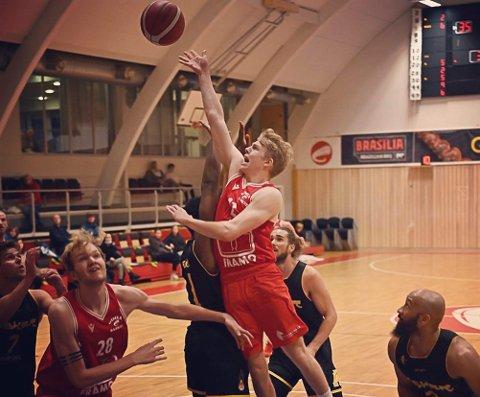 ANGREP: Kristoffer Gjerde Sætren spelar for serieleiar Gimle i basketligaen BLNO.