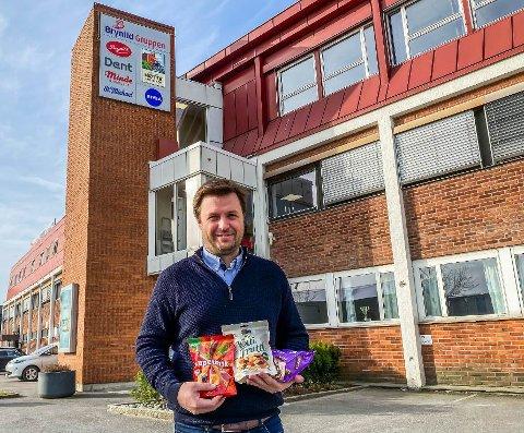 Brynildgruppen har økt salget av de mest populære godteriene i pose med 50 prosent. Markedsdirektør Flemming Formoe sier de nå produserer for fullt i Mosseveien.