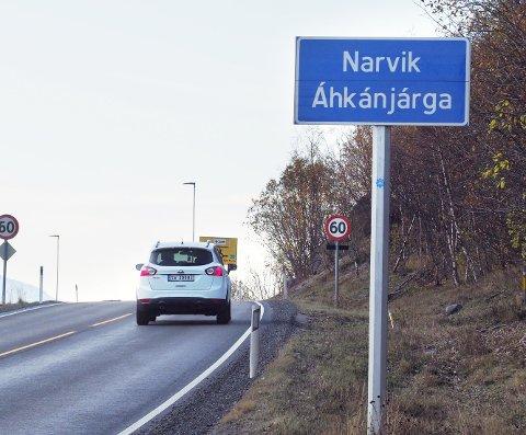 STEDSNAVNSKILT: På stedsnavnskiltene Narvik, er disse i dag skiltet også med det samiske Áhkánjárga. Det samme gjelder for eksempel for Ballangen, der det på nordsamisk heter Bálák.