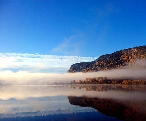 7. TIDLIG MORGEN: Vakkert ved Lågen i Øyer. Foto: Heidi Gorseth