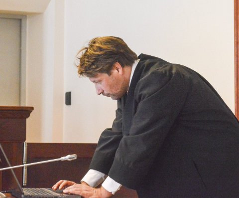 Frifinnelse: Forsvarer Ole Richard Holm-Olsen ba om at hans klient måtte frifinnes, subsidiert behandles på mildeste mulig måte og dømmes etter paragraf 228 i stedet for paragraf 219.