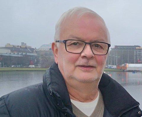KJØPTE HÅNDSPRIT: Torleiv Olsvold kjøpte flere flasker med håndsprit da smitteverntiltakene ble iverksatt. Etter en stund oppdaget han at alle flaskene hadde gått ut på dato.