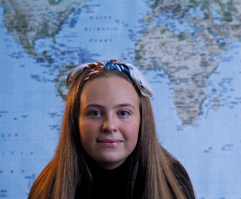 STREIKER: - Jeg håper streiken kan være en vekker for rikspolitikerne at det må skje noe i Norge og i verden nå, sier 15 år gamle Tiril Hugvik. Fredag deltar hun i klimastreiken på Rådhusplassen.