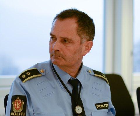 ETTERFORSKAR: Lensmann Sigurd Børve og Kvinnherad lensmannskontor etterforskar bilhavariet på Halsnøy seint laurdag kveld. (Arkivfoto)