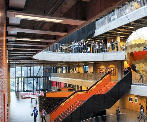 TOMME: Gangene på Thor Heyerdahl vgs. blir nok relativt tomme de neste ukene. Særlig yrkesfag-elevene synes hjemmeundervisning kan bli en utfordring.