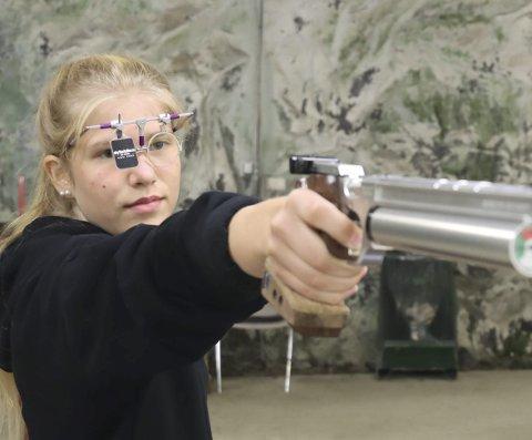 Tiril Frederikke Schüller vant juniorklassen i skytterforbundets P22-stevne. Hun var hele seks poeng bedre en nærmeste konkurrent i snittresultat over åtte serier av 60 skudd.