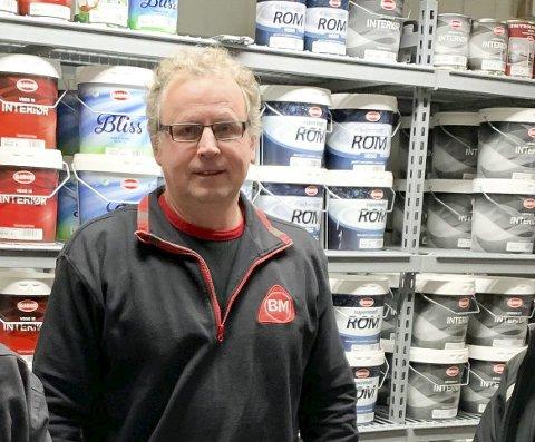 På tomtejakt: Jan Bjørn Holte er daglig leder i Byggmakker Lia Sagbruk. Han forteller at de ennå ikke har greid å lande ny lokasjon.