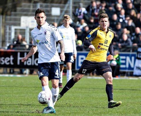 140 TOPPSERIEKAMPER: AGF's Daniel A. Pedersen (t.v.) og Hobros Jonas Brix-Damborg i duell i en kamp i Superligaen.i vår. Onsdag blir trolig dansken LSK-spiller.