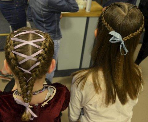 Resultatet: Ida Johansen (6) med korsettflette (t.v.) og Veronica Bergaplass (10) med hjerteflette.
